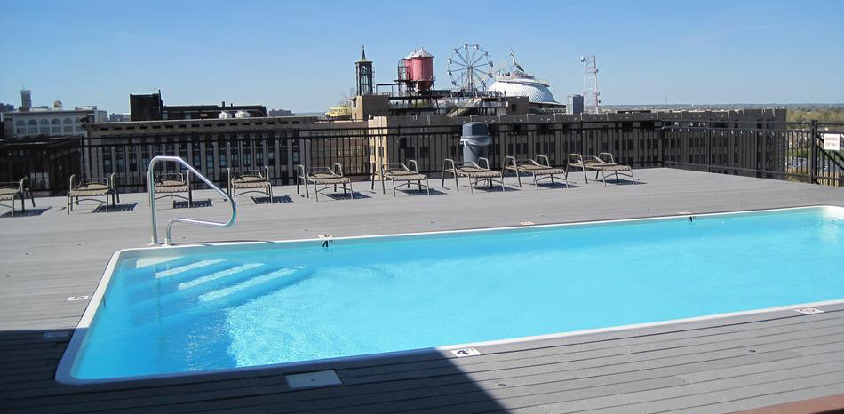 Downtown St. Louis Living Rooftop Pool